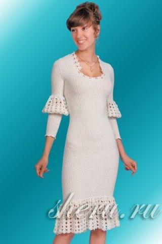 Платье с буфами на рукавах из белой коллекции одежды Дома Мод SHERU.