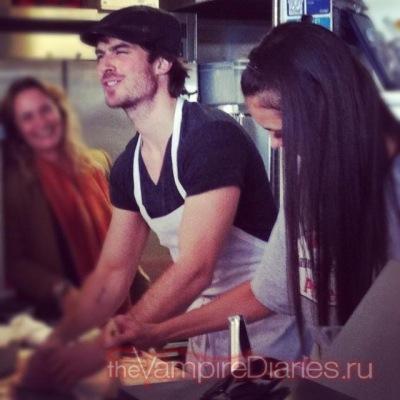 Йен и Нина готовят пиццу в пиццерии McClain [25 ноября]