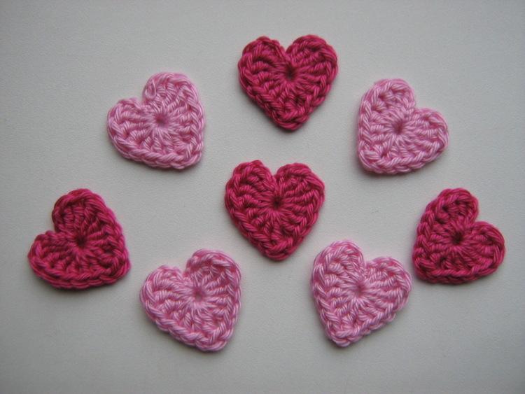 P.S. И если у кого-нибудь есть несложные схемы вязания сердечек крючком, напишите, пожалуйста!  Я никак не могу...