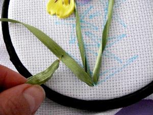 свой цитатник или сообщество! мастер-класс вышивки лентой(фиалка).  Прочитать целикомВ.