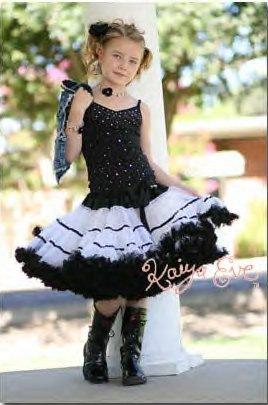 ...пышные юбки, платья, топы, шапочки и повязки с цветами. .