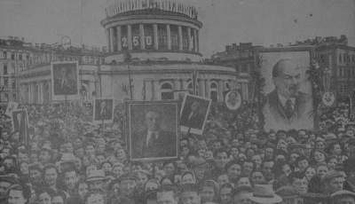 Торжественная церемония закладки памятника В.И. Ленину на пл. Восстания в дни празднования 250-летия Ленинграда. Фото 1957 года.