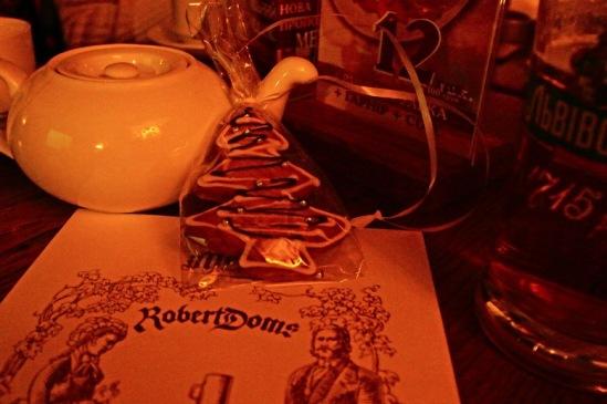 """В """"Пивном доме Роберта Домса"""" можно выпить и чаю."""