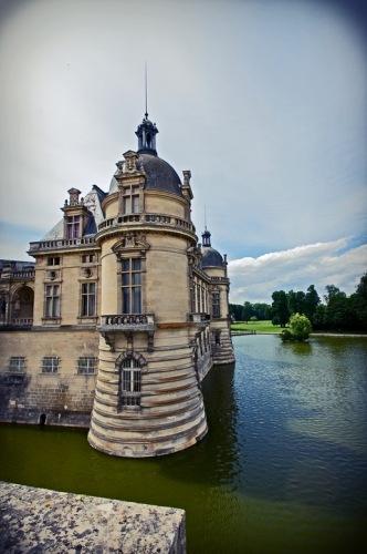 Шантильи. Замок, возведенный для коннетабля Монморанси.