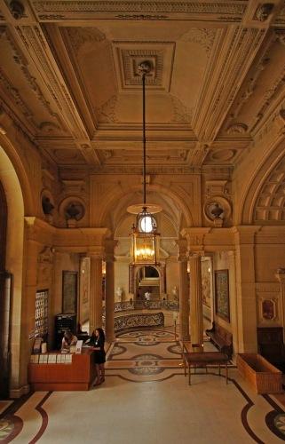 Холл музея Конде.