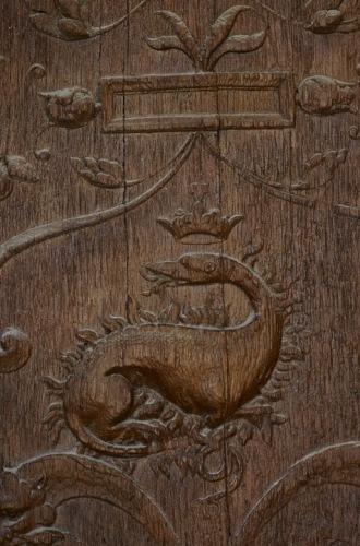 Кафедральный собор Бовэ.  Саламандра на дверях собора.