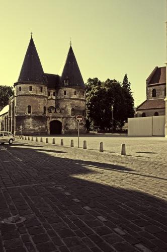 Бовэ. Епископский дворец-замок.