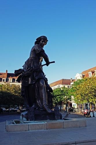 Статуя Жанны Ашетт - защитницы Бовэ от войск Карла Смелого.