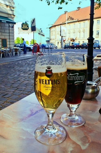 Бокал пива на берлинской улице.