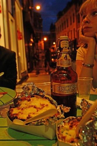 Ужин в кафе на улице Лилля.