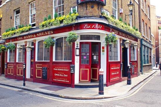 Один из старейших пабов в Лондоне.