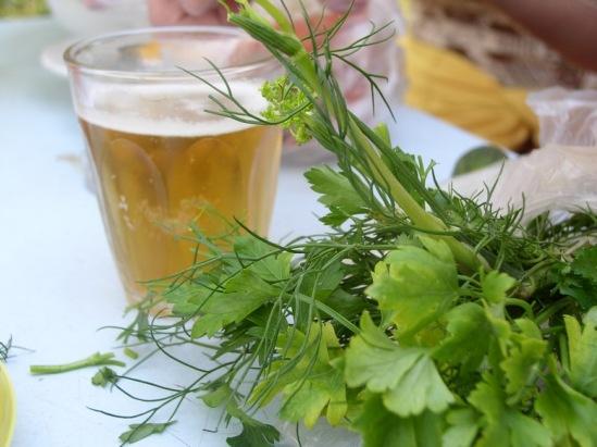 Пиво летом, за городом, под свежую зелень... крррасота!
