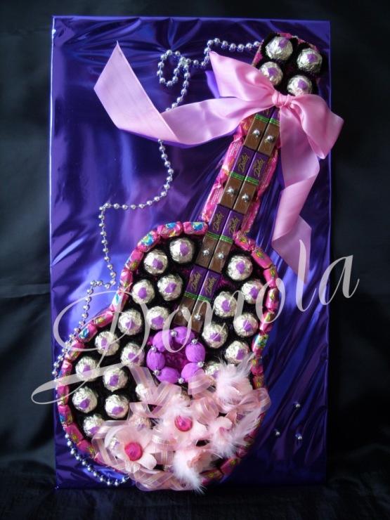 Как украсить подарок из конфет своими руками