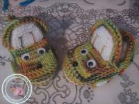 Описание: вязанные пинетки со зверюшками.