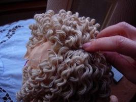 Как сделать волосы для кукол кудрявые