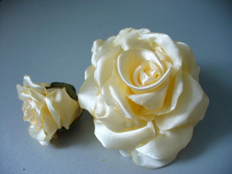 Цветы из атласной лентой
