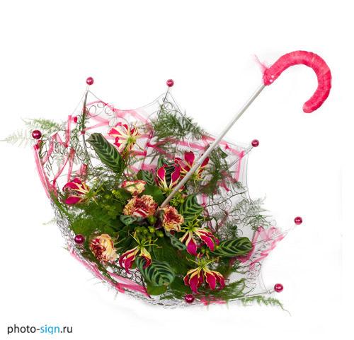 Композиция зонтик из живых цветов